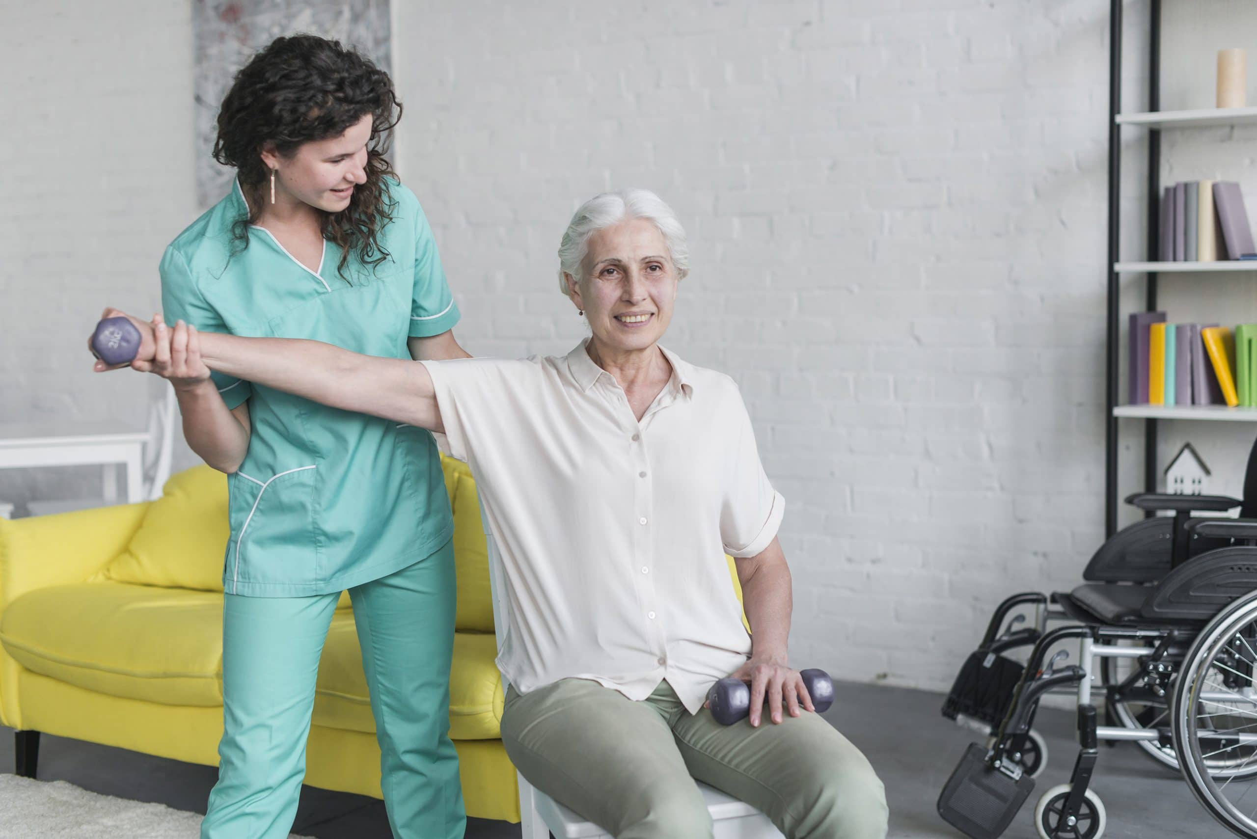 Actividades para personas mayores en casa | Agencia de servicio doméstico María Zugasti