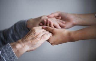 cuidador-personas-mayores-dependientes-maria-zugasti